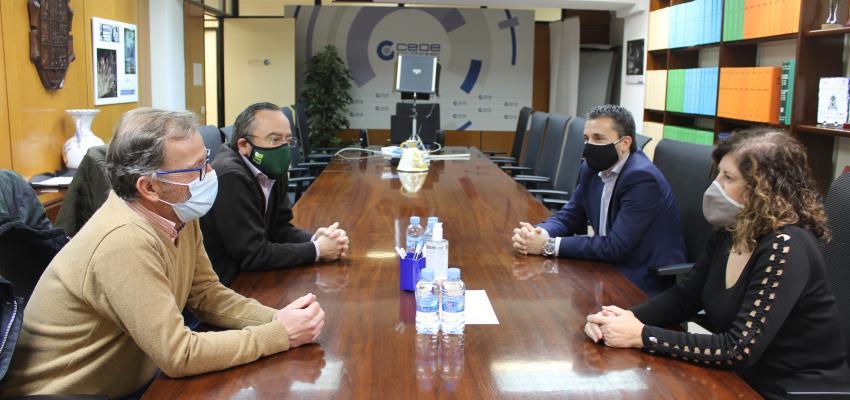 La presidenta de CEOE-CEPYME Guadalajara se reúne con el nuevo presidente de APAG