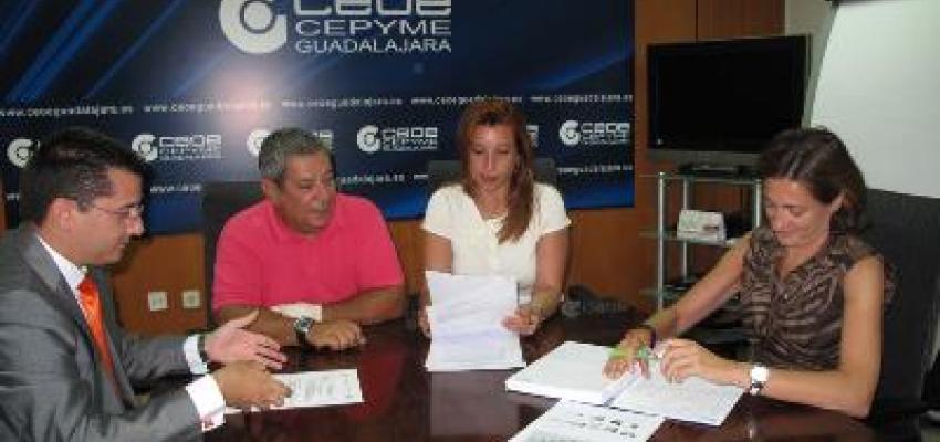 El Ayuntamiento presenta a CEOE-CEPYME Guadalajara el programa