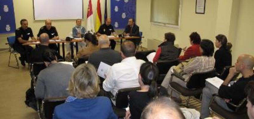 Representantes de CEOE asisten a la reunión con la Policía para trabajar en la seguridad turistica