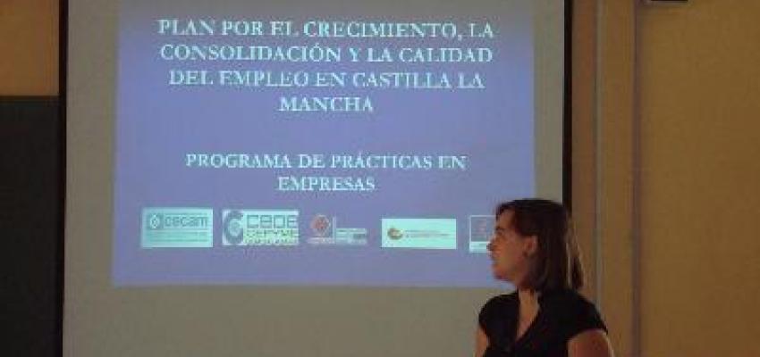 Los técnicos de CEOE informan de cómo encontrar su primer empleo en el IES José Luis Sampedro