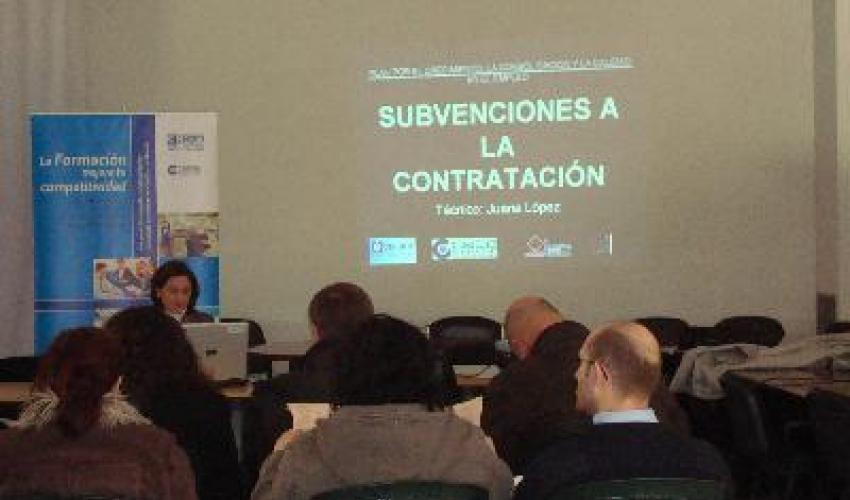 Una decena de empresarios de Villanueva se informan de las ayudas existentes para las PYMES
