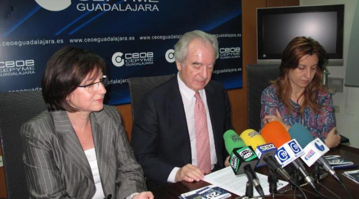 """CEOE-CEPYME Guadalajara presenta la guía 2011 del proyecto """"de Socio a Socio"""""""