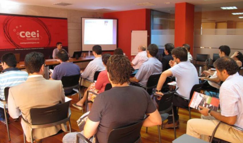 I+I igual a innovación más imaginación en el taller del jueves en el CEEI  de Guadalajara