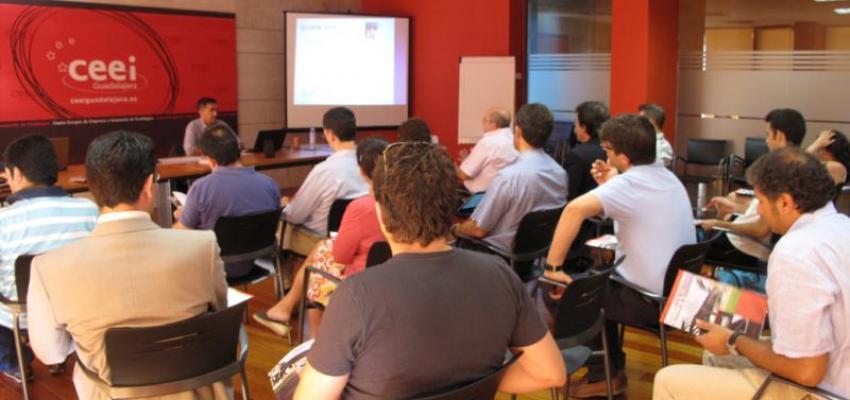 I+I igual a innovación más imaginación en el taller del jueves en CEEI Guadalajara