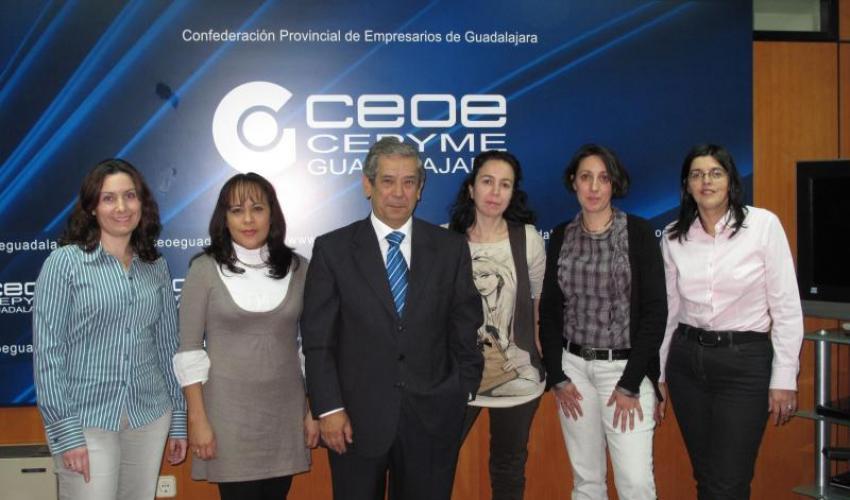 """CEOE-CEPYME Guadalajara y 4 cuatro AMPAS de Colegios de la Capital firman un Convenio para facilitar a sus socios la Tarjeta """"De Socio a Socio"""""""