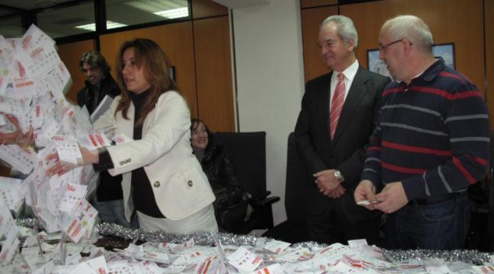 Olga Hernández Castro, ganadora del segundo sorteo del doble de navidad de FEDECO