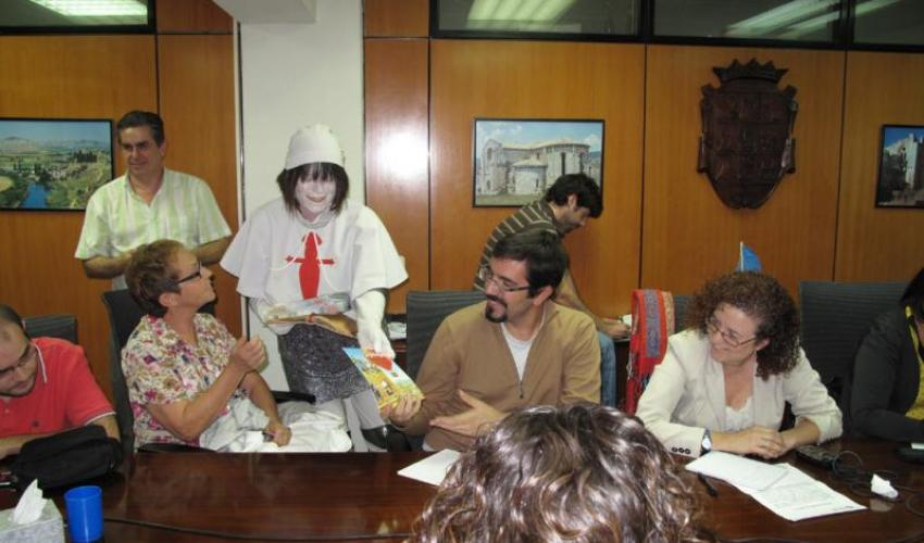 La Asociación de Empresas y Comercios de Muralla XIV y Arrabales de Sigüenza presenta su folleto para potenciar el ocio por esta zona de la ciudad