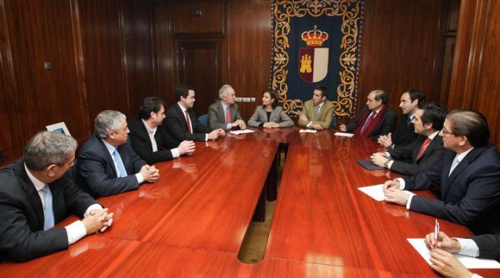 El presidente de CEOE-CEPYME Guadalajara y empresarios del sector del transporte se reúnen con la consejera de fomento