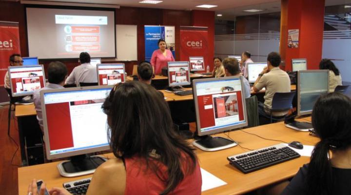 Empresarios y emprendedores participan en la segunda parte de la jornada de redes sociales