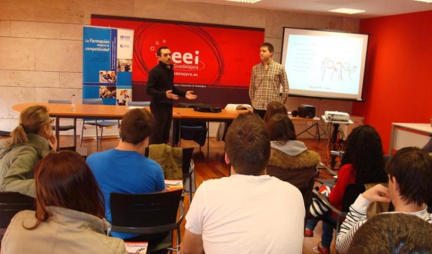 Los alumnos del IES Brianda de Mendoza protagonizan un nuevo taller para jóvenes emprendedores
