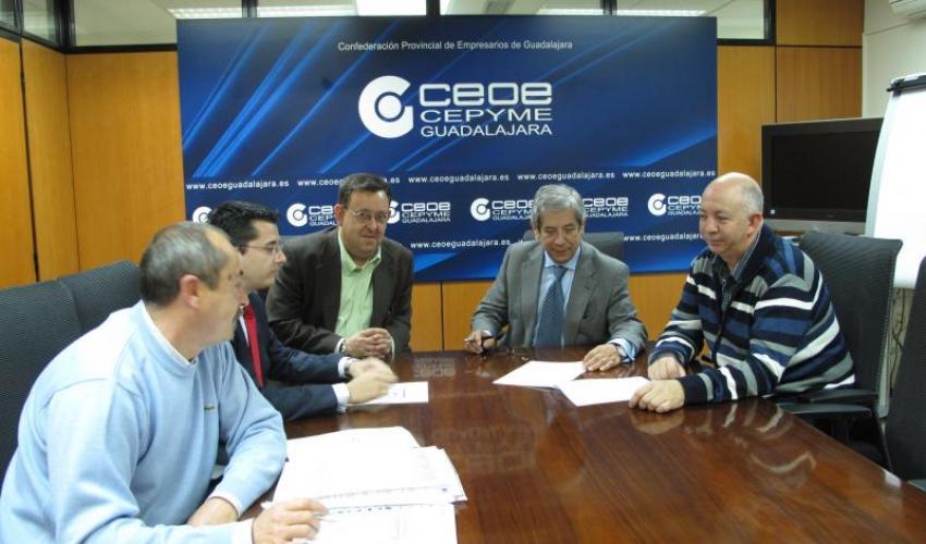 Reunión de trabajo entre diputados de la Institución provincial y dirigentes de CEOE-CEPYME Guadalajara