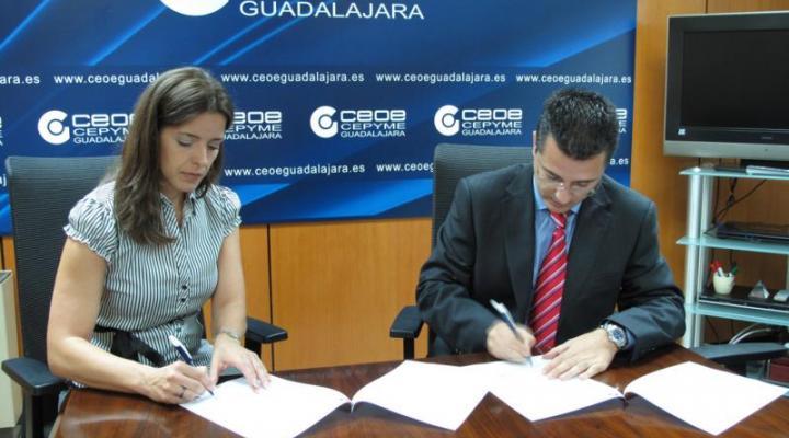 """CEOE-CEPYME Guadalajara y la AMPA Henares firman un convenio de colaboración para facilitar a sus socios el acceso a la tarjeta """"de socio a socio"""""""