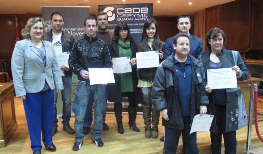 Entrega de diplomas del curso de operador de carretillas de CEOE-CEPYME Guadalajara