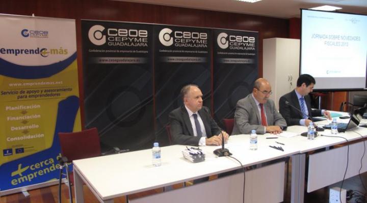 Los empresarios alcarreños se informan sobre las novedades fiscales para 2013