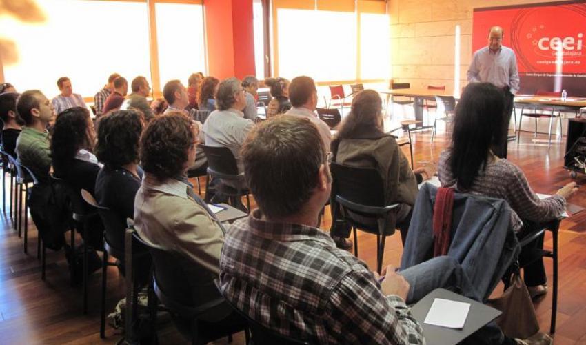 Los alumnos de los talleres de empleo del ayuntamiento de Guadalajara se forman en el CEEI alcarreño