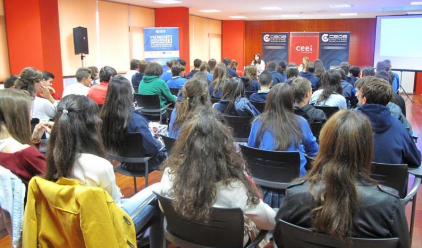 Los institutos de Guadalajara y El Casar visitan el CEEI de Guadalajara
