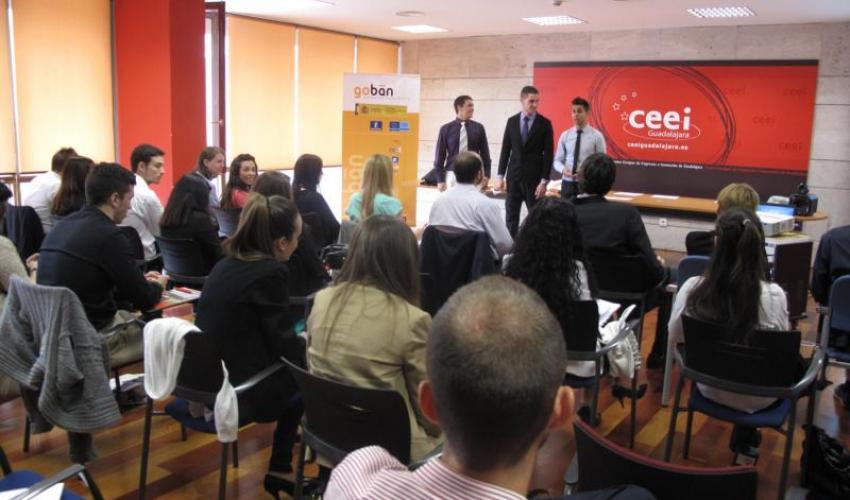 Gran éxito en la simulación del foro de inversión privada con los alumnos del IES Brianda de Mendoza