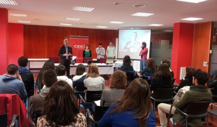 Los alumnos del ciclo de marketing y publicidad del IES Carmen Burgos de Seguí de Alovera visitan el CEEI de Guadalajara