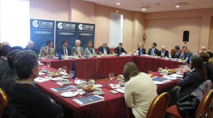 La Junta Directiva de CEOE-CEPYME Guadalajara se reúne con el consejero de Hacienda
