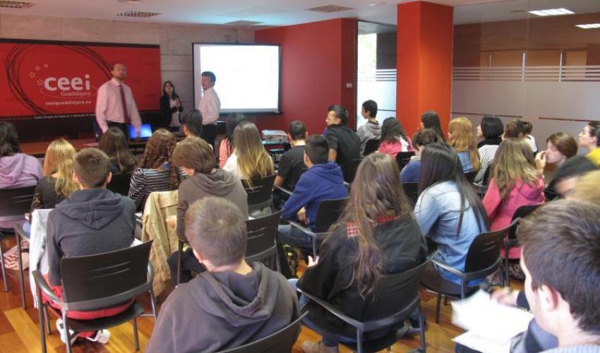 91 estudiantes aprenden emprendedurismo en el CEEI de Guadalajara