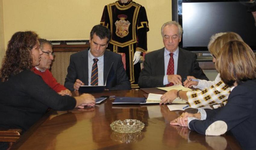 Acuerdo entre el Ayuntamiento, Cáritas, Cruz Roja y CEOE-Cepyme para trabajar conjuntamente de cara a mejorar la inserción laboral