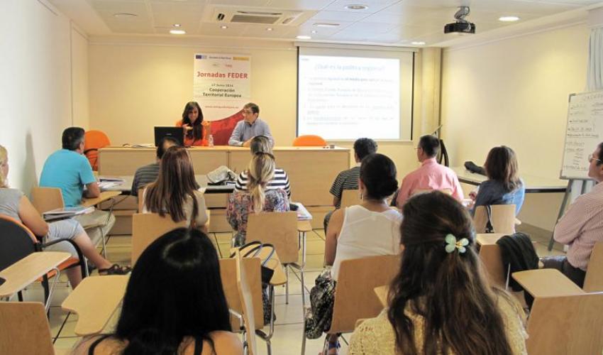 Los emprendedores de El Casar aprender las posibilidades que ofrecen los fondos FEDER