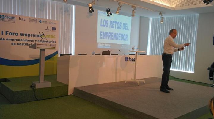 300 empresarios arroparon el I Foro Emprende+más de CECAM