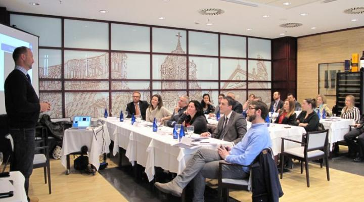 Pedro García Aguado, Francisco Castaño y Alba Cervera, muestran a los empresarios alcarreños las claves para la mejora personal y profesional