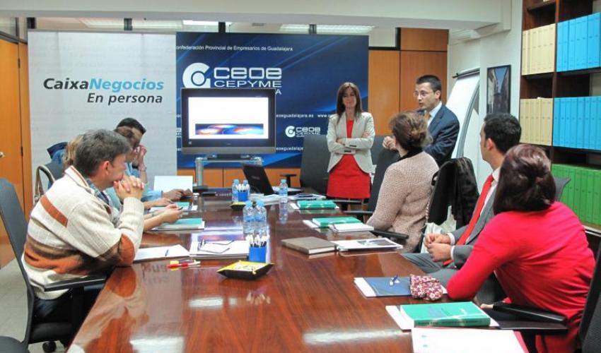 CEOE-CEPYME Guadalajara muestra a los empresarios los medios de cobro y pago internacionales en la primera jornada de un nuevo ciclo de comercio exterior