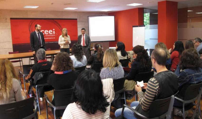 El CEEI de Guadalajara muestra sus servicios e instalaciones a los trabajadores sociales de la Junta de Comunidades