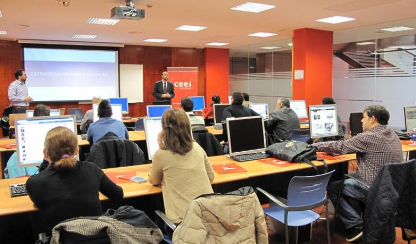 Los emprendedores aprenden estrategias en redes sociales en el CEEI de Guadalajara