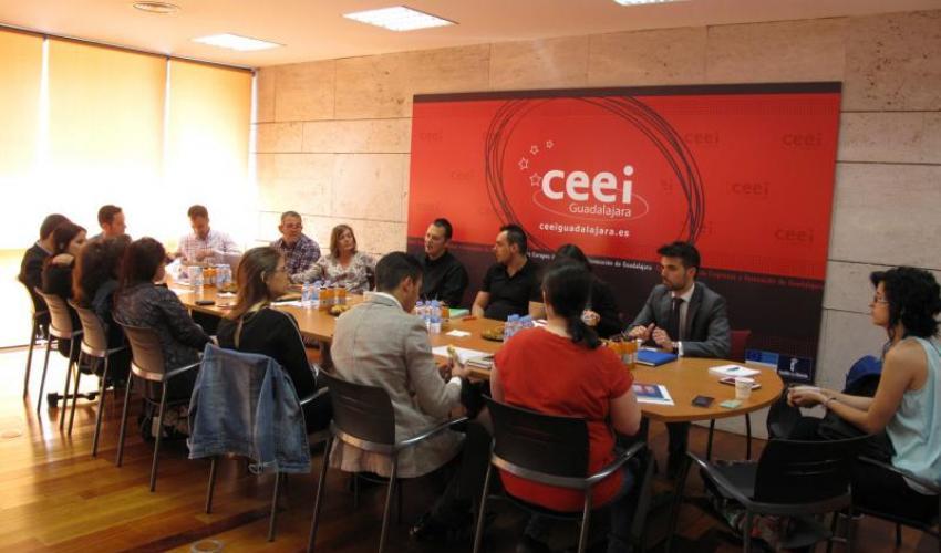 Dieciséis emprendedores y empresarios buscan nuevas sinergias en la séptima sesión de GuadaNetWork de 2015