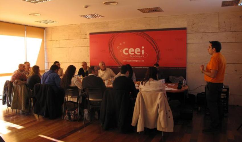 GuadaNetWork cierra sus reuniones de 2015 con una conferencia sobre la atracción de los clientes