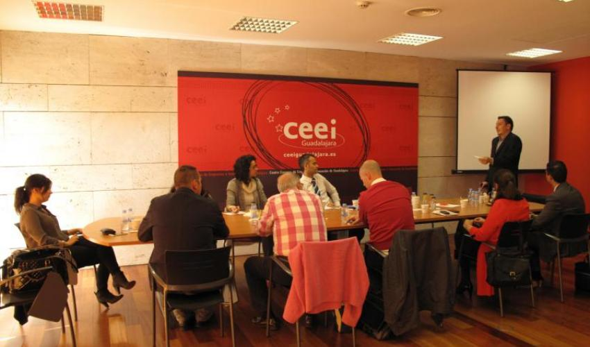 Una quincena de emprendedores y empresarios acuden a una nueva sesión de GuadaNetWork