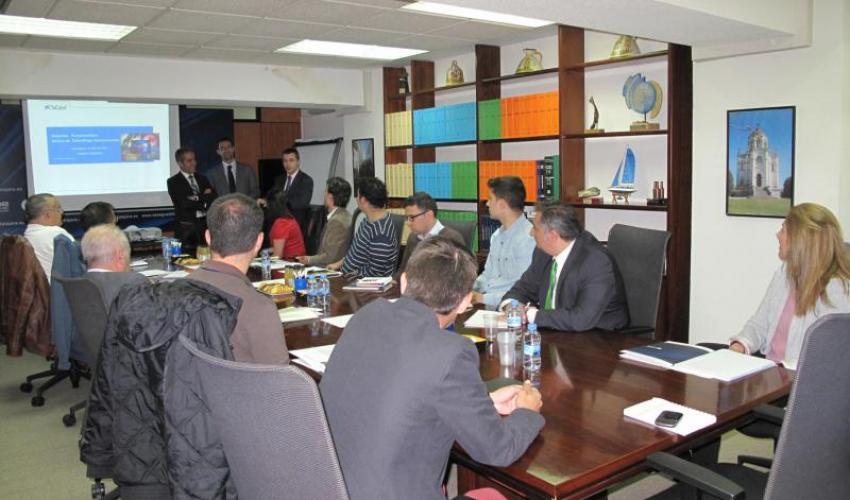 Una decena de empresarios se informan sobre los medios de cobro y pago internacionales además de los métodos de financiación