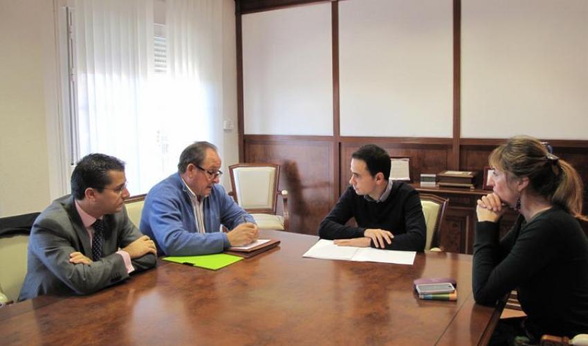 Salinas se compromete a ayudar a los empresarios del Polígono en sus reclamaciones ante Fomento