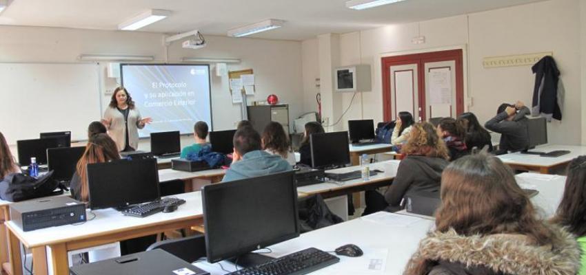 El CEEI de Guadalajara muestra a los jóvenes como negociar con otras culturas