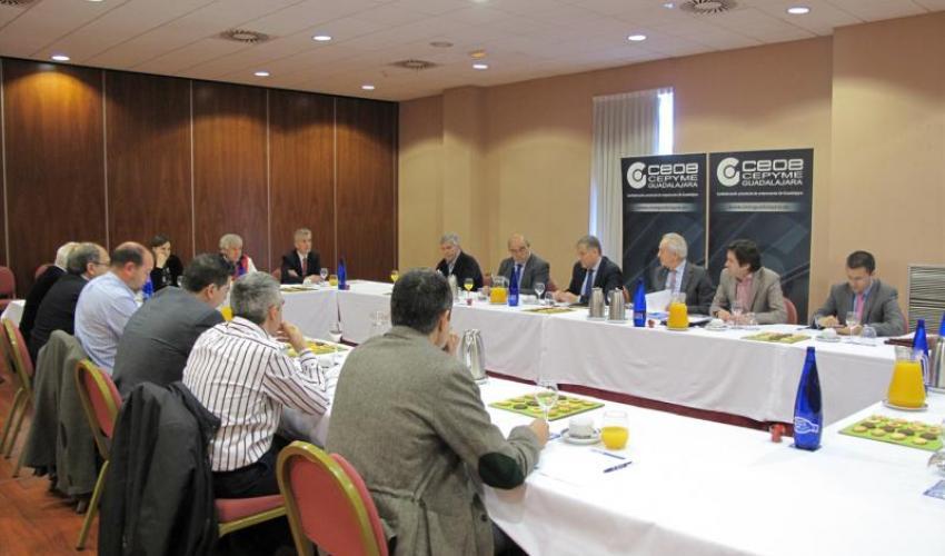 El comité de dirección de CEOE-CEPYME Guadalajara se reúne con Francisco Cañizares, portavoz del Grupo Parlamentario del Partido Popular en las Cortes de CLM