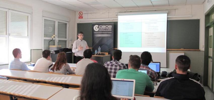 CEOE-CEPYME Guadalajara colabora con la delegación de estudiantes de turismo de la UAHh para acercar el mundo de la empresa a los universitarios