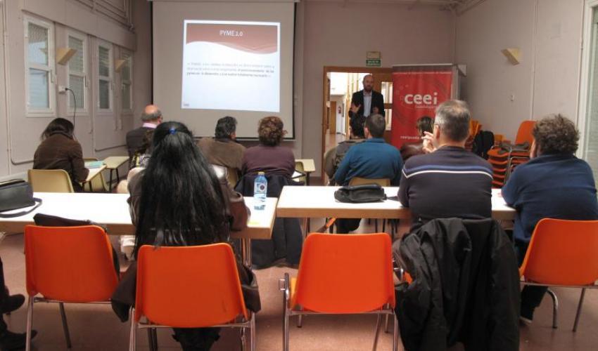 El CEEI de Guadalajara muestra a los emprendedores de El Casar, las oportunidades de negocio en el entorno Web 2.0