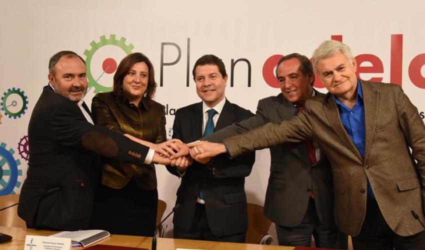 CECAM suscribe el plan adelante junto con gobierno regional y sindicatos