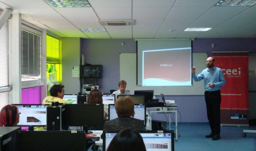 El CEEI de Guadalajara muestra a los emprendedores de Alovera, las oportunidades de negocio en el entorno Web 2.0