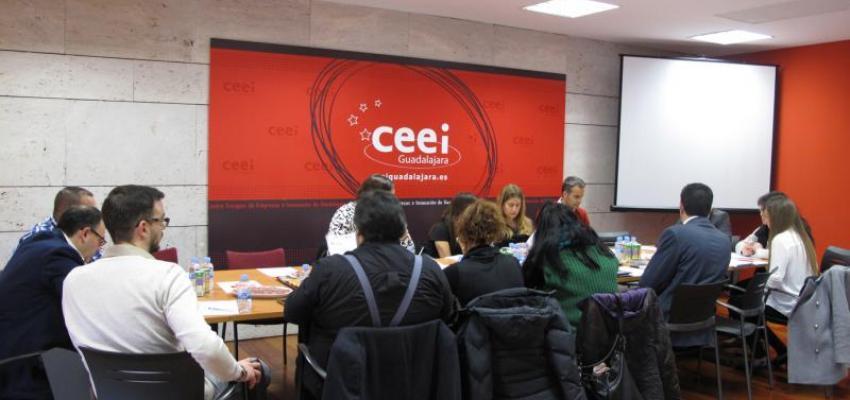Una quincena de profesionales se reúnen en el primer GuadaNetWork de 2016