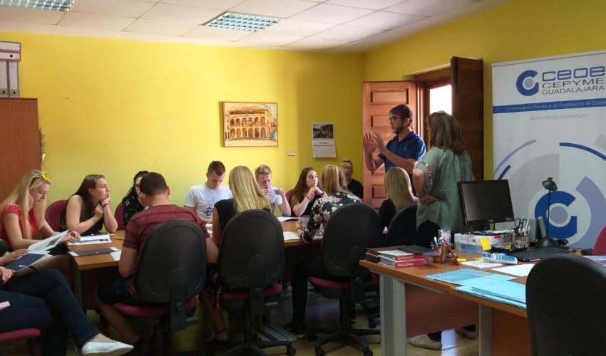 La delegación de Sigüenza de CEOE-CEPYME Guadalajara recibe un grupo de estudiantes de Praga
