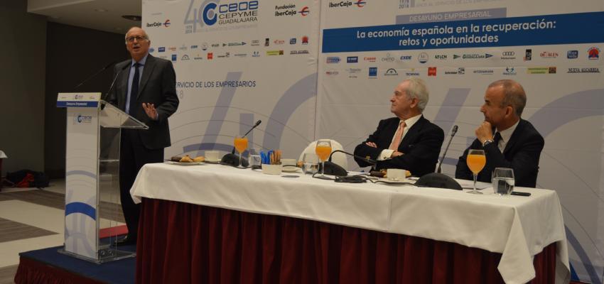 José Luis Aguirre, habla de los retos y las oportunidades que hay por delante en la economía española, en el desayuno empresarial de CEOE-CEPYME Guadalajara