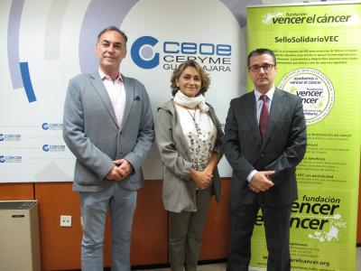 La Fundación Vencer el Cáncer concede a CEOE-CEPYME Guadalajara el SelloSolidarioVEC, por su respaldo en la lucha contra el cáncer