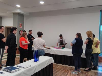 La Federación provincial de Turismo de Guadalajara perfecciona la confección de tapas de sus hosteleros