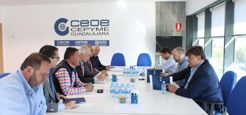 CEOE-CEPYME Guadalajara mantiene una reunión con el candidato de Cs a las cortes regionales por Guadalajara, Alejandro Ruiz junto con Rafael Pérez borda, cabeza de lista a la alcaldía de la capital alcarreña y Fernando Parlorio, nº3